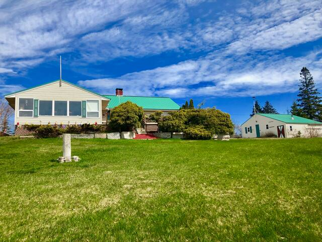 Pen Bay Viewhouse- Great Location and views of Carvers Harbor!