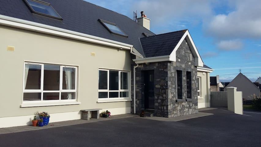 "Clairhouse  "" Dun Ard "" 2 - Lahinch - Bed & Breakfast"