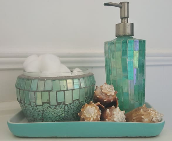 Coastal accents in the shared bathroom for your use