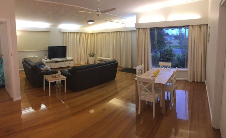 Charming Charles, 2 beds by the sea - Dromana - Huis
