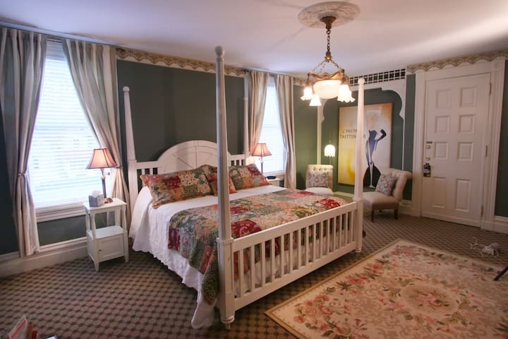 The Tydings at the Vandiver:  Victorian elegance, stunning fireplace and king bed.