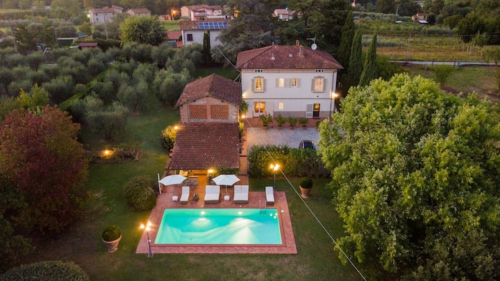 VILLA CLARA Luxury 5 bedrooms Lakefront Farmhouse Villa with Private Pool on the Lucca Hills