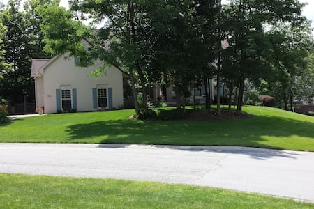 GEIST AREA--Far Northeast Side--Avail. 8/15-9/30 - Indianapolis - Pis