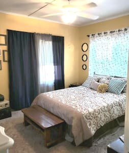 Sunny Side Up Studio Apt Pet friendly no fees