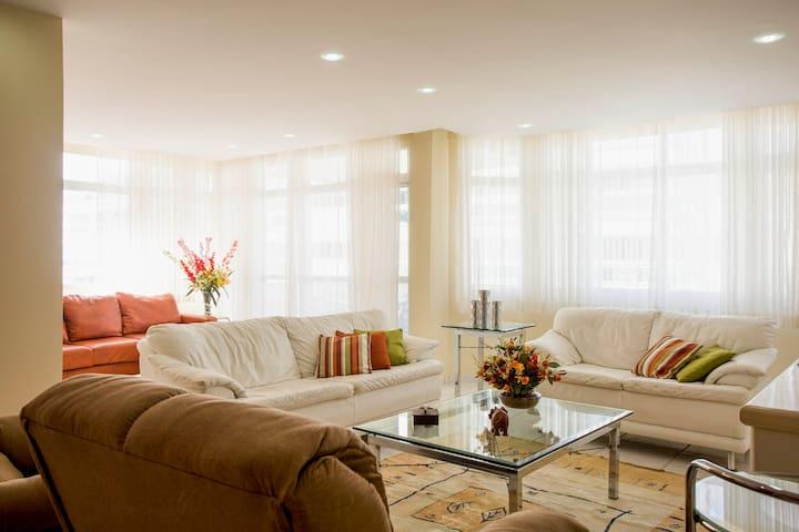 Luxuoso apartamento na Praia do Forte/Dunas
