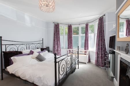 Well presented 3 bed Flat in Clapham Common - Lontoo