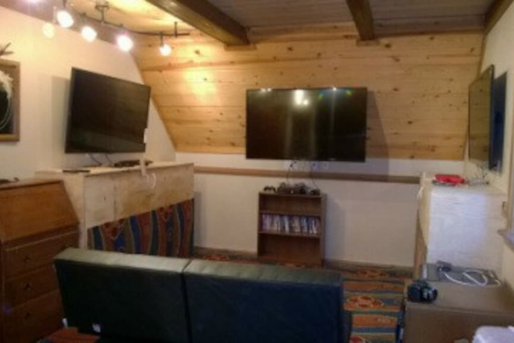 New: Media Room with Wii, XBox and PLayStation; 40 games; DVDs