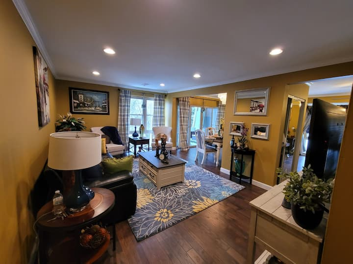 Romantic Get Away/ Extended Stay  2 Bdr Condo