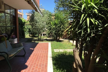 Elegant garden flat in northern Rome - Рим
