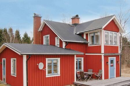 3 Bedrooms Home in Rottneros - Rottneros - Casa