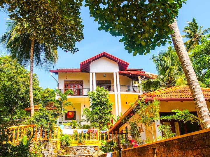 Villa Mount Alone
