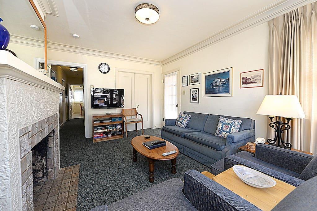 316CA Upper-Living Room - Catalina Island Vacation Rentals