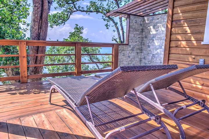 Luxury Treehouse with Terrace, Diamond Rock Roatan