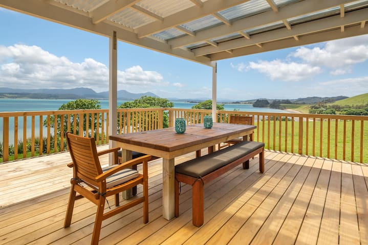 Onepu Moana - large holiday home with a view!