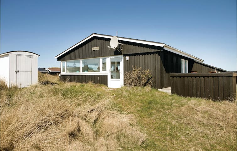 Holiday cottage with 2 bedrooms on 84m² in Løkken