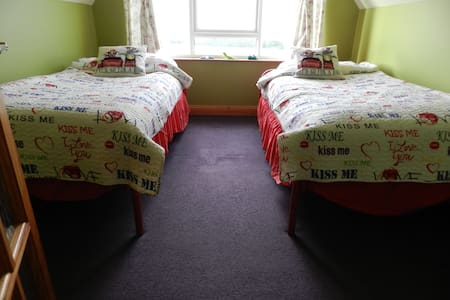 Ballycroy Farmhouse (Twin Room)