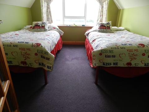 Ballycroy Farmhouse (Twin Room)