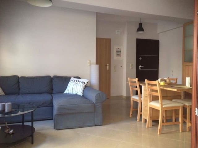 Clean and quiet apartment - near city center/port