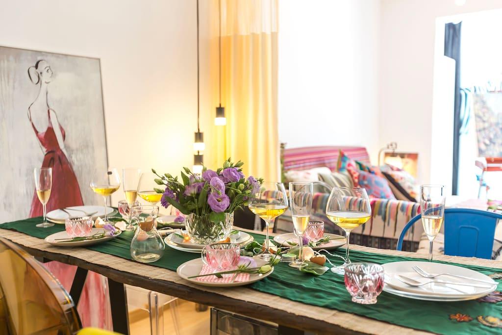 (Dining room) 宽敞舒适的用餐环境