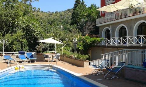 Mirno mjesto u blizini Salerna, Pompeja i Amalfija - PLAVO