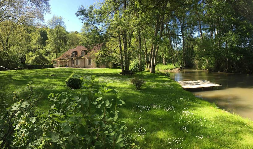 Le Foulon - A River Runs Through It