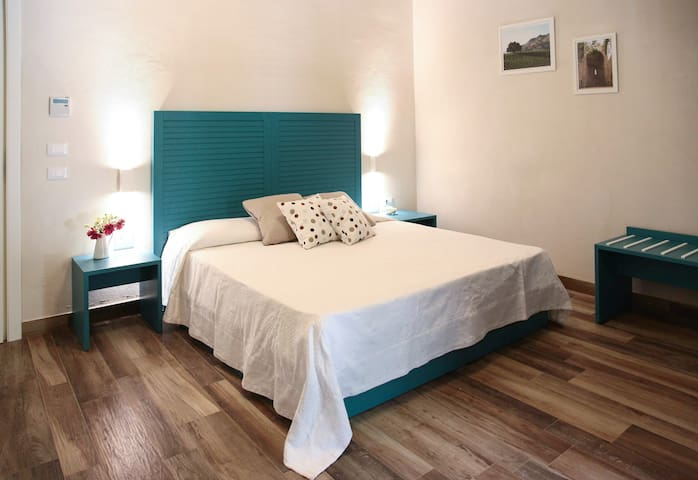Ulivo Blu Holiday Homes - Suite with balcony