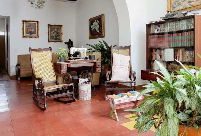 VERY CENTRIC,PERFECT FOR TOURISTS 1 - Medellín - Bed & Breakfast