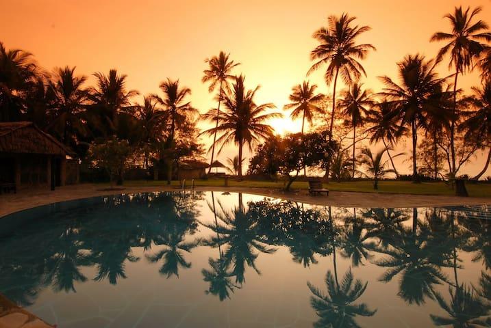Swimmingpool sunrise
