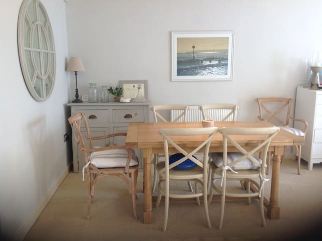 Beautiful house with sunny garden 5 min to beach - Poole - Hus