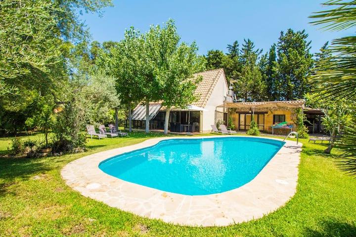 Chalet con piscina, Wifi y A/C
