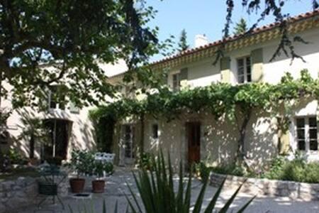 Le Mas du vieux cèdre, chambre Azur - Montboucher-sur-Jabron