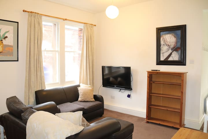 Clean Bright Apartment NR Cumberland Infirmary