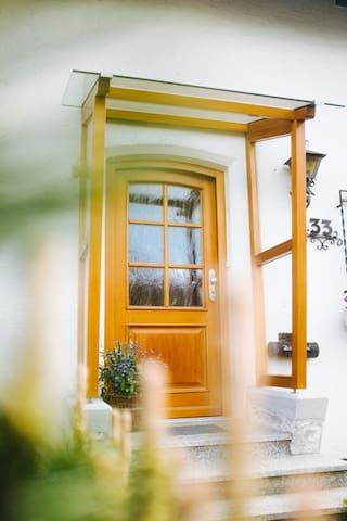 Dein Eingang zum Kaffee Haus. Am Schloßfeld 35, 87600 Kaufbeuren