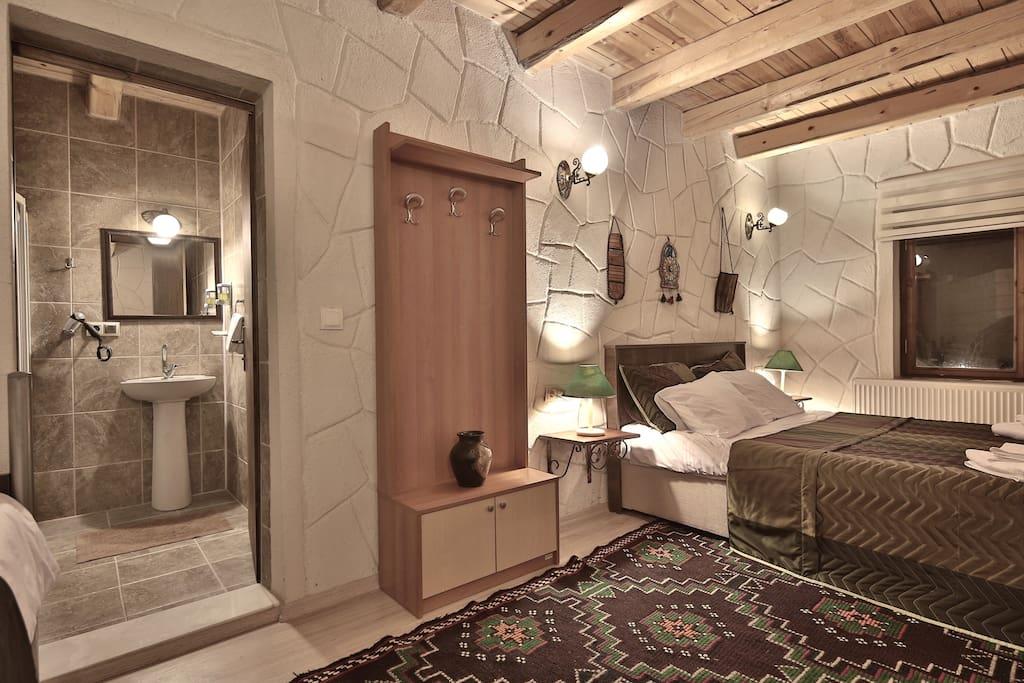 STANDARD TRIPLE / QUADRUPLE ROOM: This room has private ensuite bathroom.