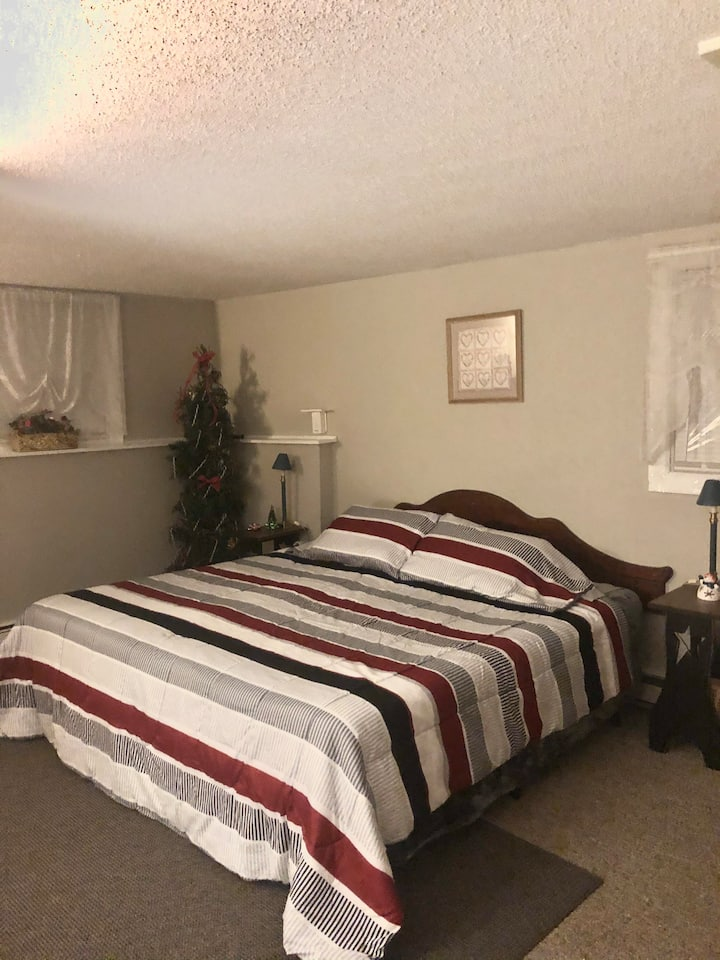 E and E's B and B Guest Room 2