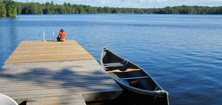 Lovely  4-Bdrm Haliburton Cottage on small lake