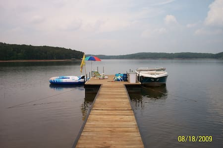 LAKEHOUSE on  LAKE HARTWELL - Lavonia - Casa