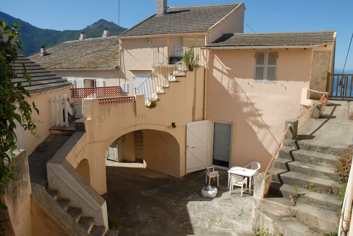 Maison de village vue mer en plein coeur du maquis - Barrettali - Casa