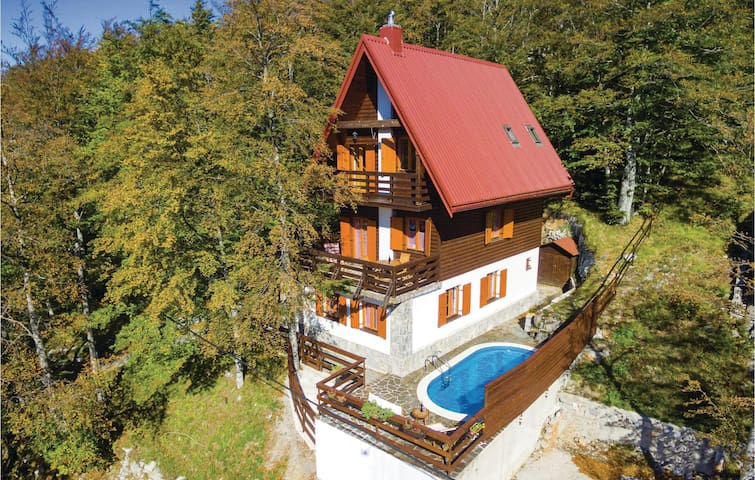 Holiday cottage with 3 bedrooms on 133 m² in Cavle