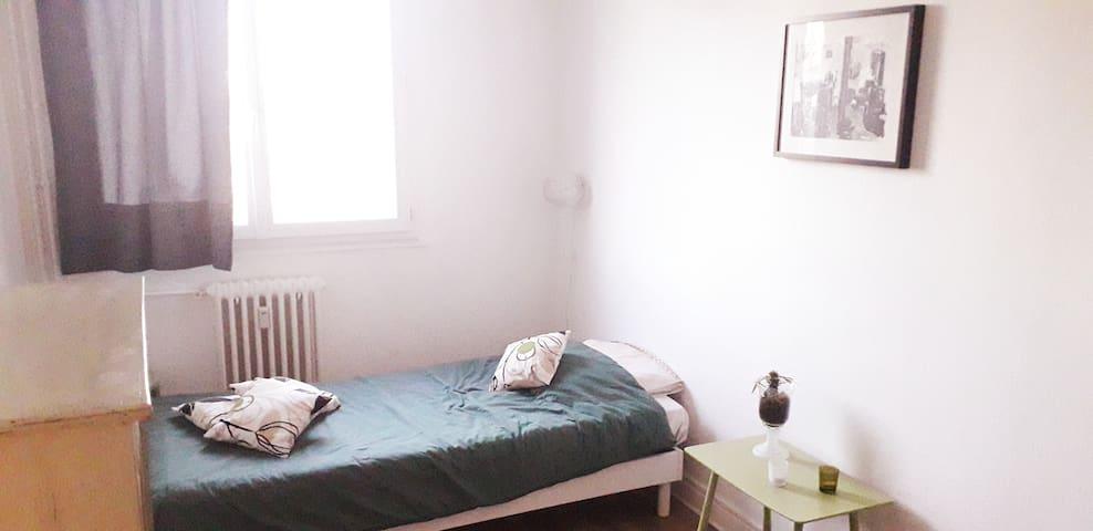 Chambre privée dans logement cocooning et lumineux