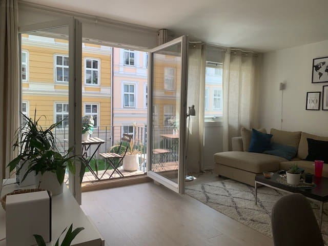Central, quiet and cozy appartment with balcony