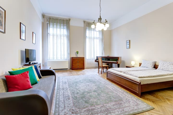 650 square feet*2rooms, 2 Bathr, Heart of Budapest
