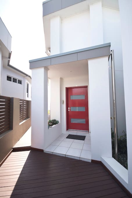 If the front door is not red, you got the wrong house.
