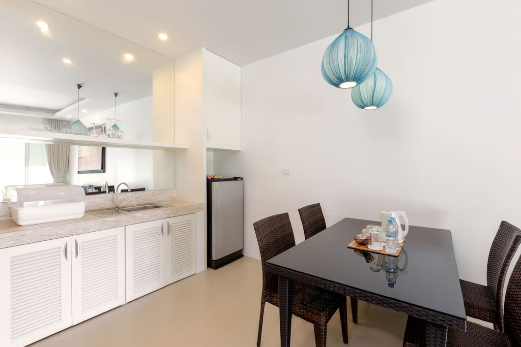 Partial Seaview Pool Suite - Kitchen