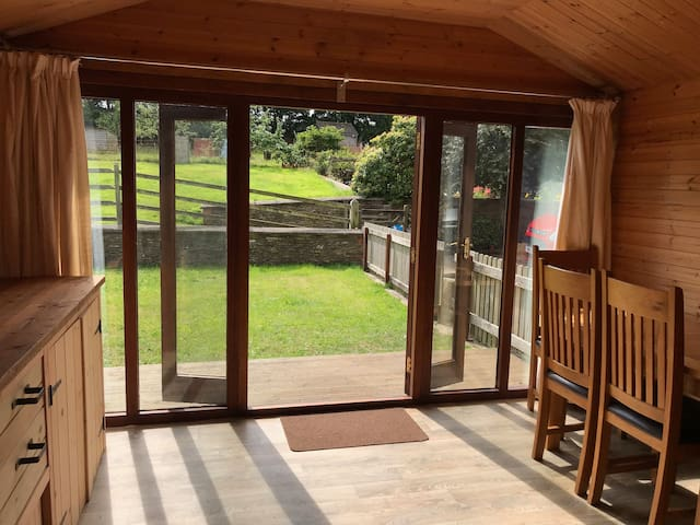 Cosy Rural Log Cabin, Near Slapton Sands