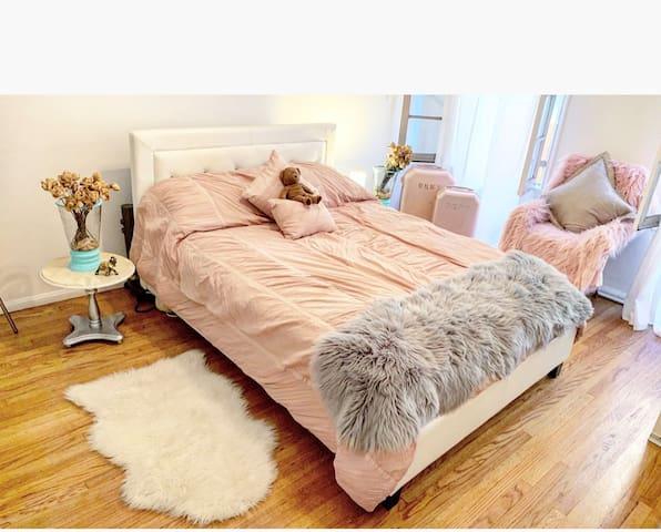 NO MEN-Beverly Hills Cozy Room w/BATHROOM ATTACHED