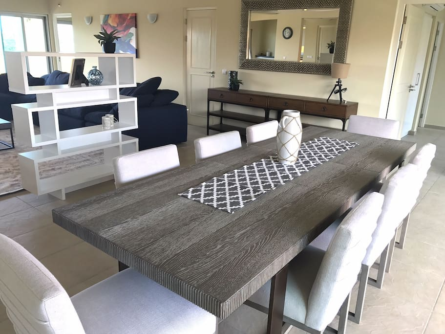 Large 6 to 8 people dining table.
