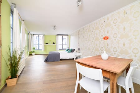 Sunny apartment in townhouse next to the park - Byt