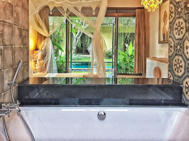 Lovely private Suite with amazing bathtub!  - Ubud - Apartamento