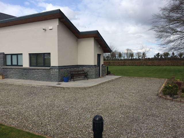 1 bed Apartment overlooking the Curragh Plains